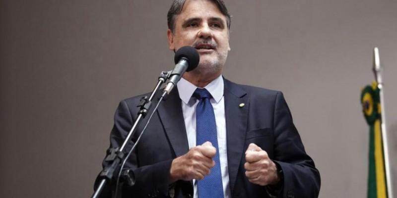O deputado também comenta sobre a saída de Miguel Coelho do partido