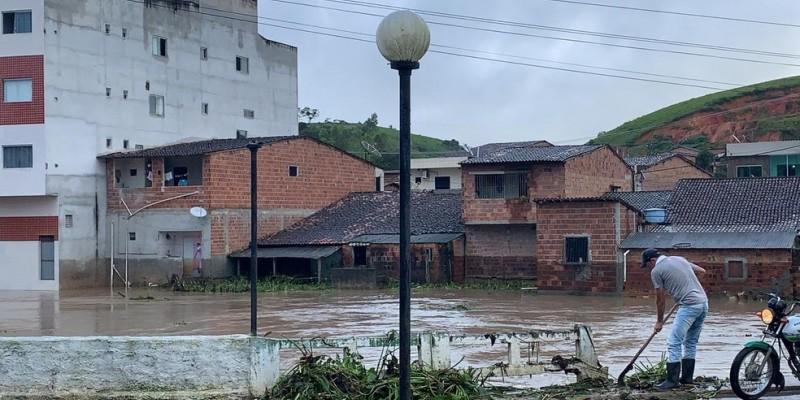 As famílias desalojadas  já estão voltando para casa com o monitoramento permanente da Defesa Civil