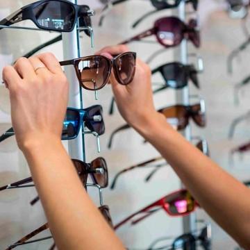 Oftalmologista fala sobre os riscos do uso de óculos de sol sem proteção de raios ultravioleta