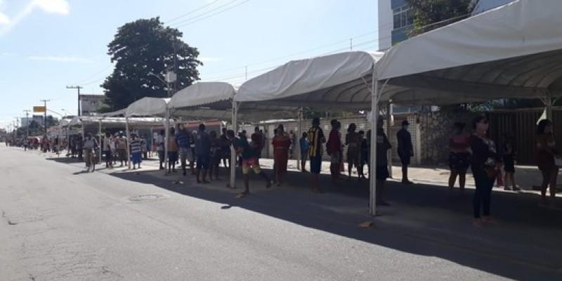 Em Olinda, quarteirões no entorno do banco foram ocupados por pessoas que queriam sacar os R$ 600 ou apenas tirar dúvidas