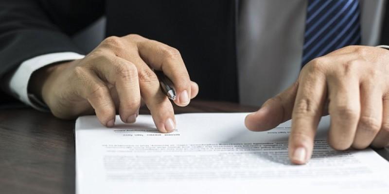 Advogado especialista em direito imobiliário afirma que não cabe multa cessante, visto que a multa já é uma penalidade pelo atraso
