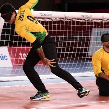 Brasil goleia Lituânia na estreia do goalball masculino