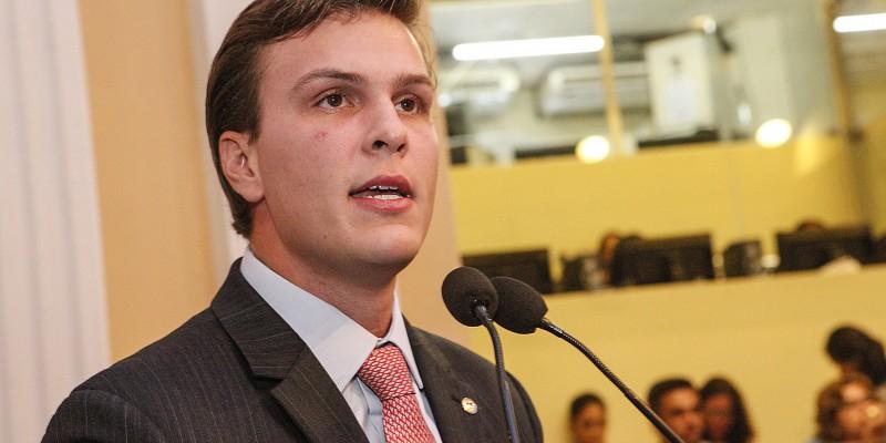 Em suas falas, o prefeito fez duras críticas ao governo do estado e comentou sobre sua mudança de partido