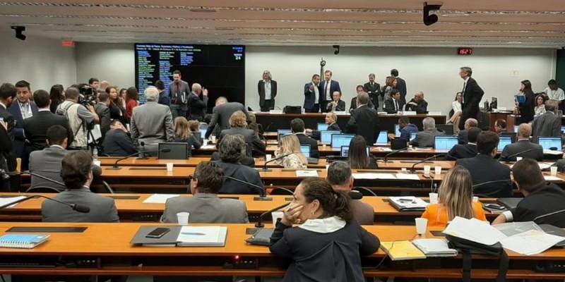O advogado eleitoral classifica o valor, aprovado pela Comissão Mista de Orçamento do Congresso Nacional, uma excrescência
