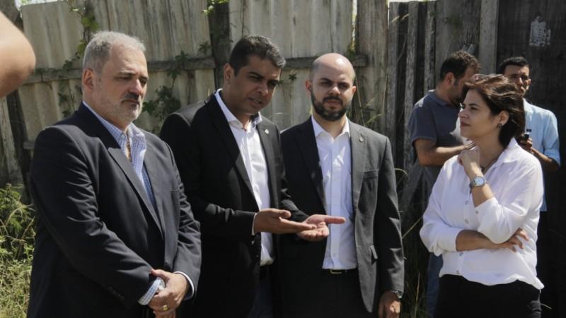 Deputados de oposição a Paulo Câmara visitam HRA e vistoriam obras paradas, em Caruaru