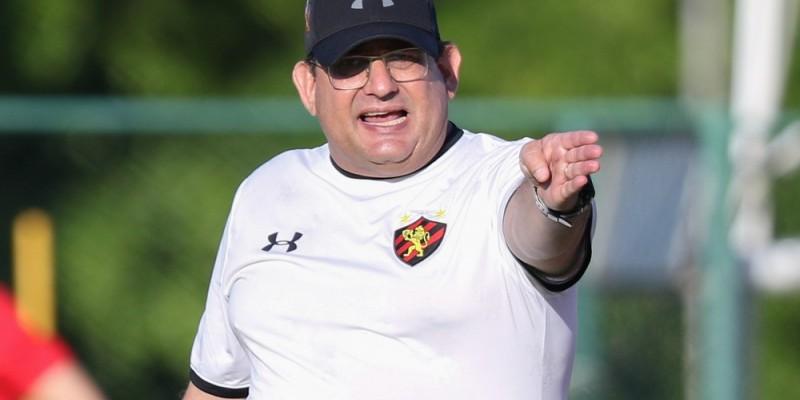 No primeiro treino da semana, o treinador não contou com Adryelson, Leandrinho e e Hyuri