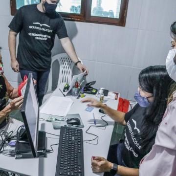 Entrega de cartões alimentação para família em estado de vulnerabilidade é iniciado em Caruaru