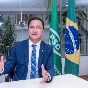 André Ferreira faz apelo para que líderes religiosos possam ir aos templos no lockdown para cultos online
