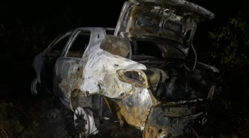 Corpo é encontrado carbonizado dentro de carro em chamas, em Caruaru