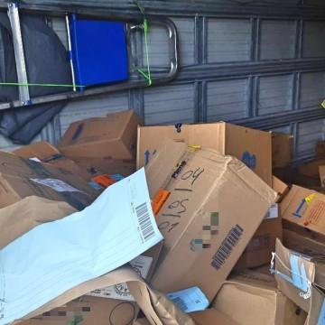 Caminhões carregados com remédios roubados são recuperados no Sertão de Pernambuco