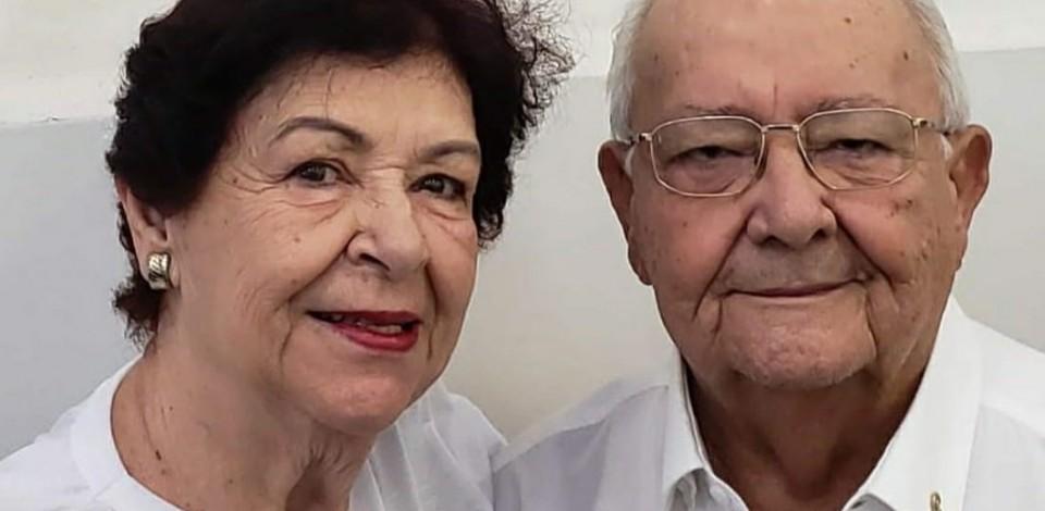 Vilma e Carlos Toscano comemoram Bodas de Vidro