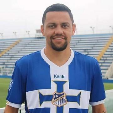 Em busca de atacantes, Santa Cruz pode acertar com Felipe Azevedo