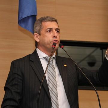 Prefeito de Buíque compra fardamento para 10 mil alunos da rede pública