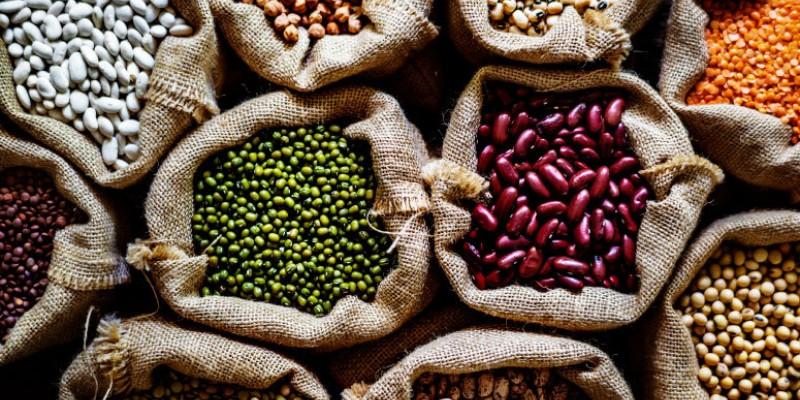 Entre os produtos com informações de preço atualizados estão: milho em grãos, feijão cores, feijão caupi, carne caprina, inhame-da-costa, batata-doce, leite de cabra, uva de mesa Itália e castanha de caju.